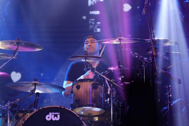 Pembawa acara Raffi Ahmad saat tampil bersama grup band Element di Passion Stage Love Festival Vol 3 : Love is Live di Jakarta Convention Ceter (JCC), komplek Gelora Bung Karno, Senayan,  Jakarta Pusat, Jumat (8/2/2019).