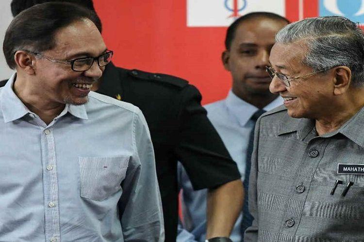 Presiden Partai Keadilan Rakyat (PKR) Anwar Ibrahim dan Pejabat Perdana Menteri Malaysia Mahathir Mohamad