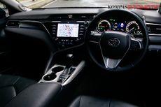 Menikmati Kenyamanan Kabin Toyota Camry Hybrid