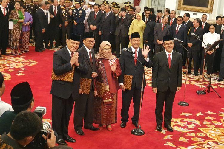 Presiden Joko Widodo melantik pimpinan Komisi Pemberantasan Korupsi 2019-2023. Mereka adalah Firli Bahuri, Alexander Marwata, Lili Pintauli Siregar,  Nawawi Pomolango, dan Nurul Ghufron.