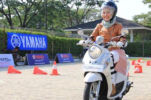 Cara Berkendara Sepeda Motor Aman bagi Hijabers
