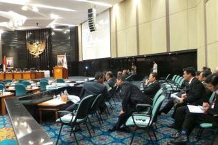 Suasana rapat paripurna DPRD DKI Jakarta bersama Gubernur Jakarta Joko Widodo.