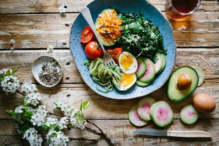 Ilustrasi menu makanan rendah karbohidrat.
