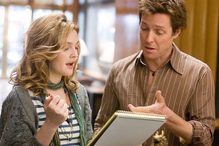 Drew Barrymore dan Hugh Grant dalam film komedi romantis Music and Lyrics (2007).