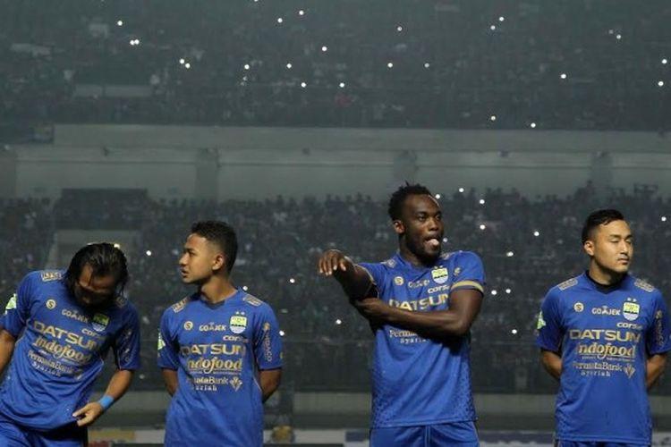 Gelandang Persib Bandung, Michael Essien jelang laga timnya kontra Arema FC pada partai pembuka Liga 1 musim 2017 di Stadion Gelora Bandung Lautan Api (GBLA), Sabtu (15/4/2017).