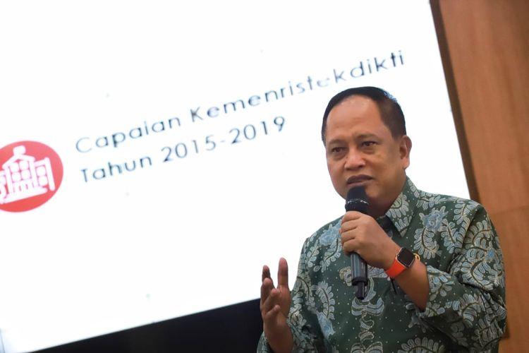 Menristekdikti Mohamad Nasir saat Bedah Kinerja Capaian Lima Tahun Kemenristekdikti (2014 - 2019) di Gedung Kemenristekdikti, Jakarta (18/10/2019).