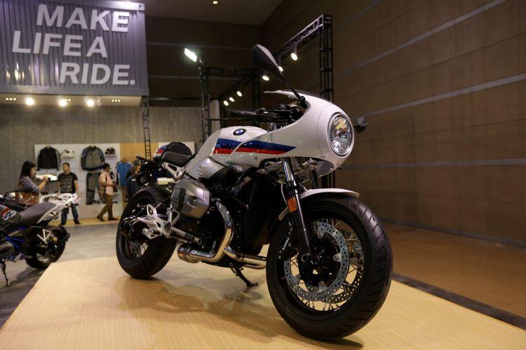 BMW Motorrad saat ajang Indonesia International Motor Show (IIMS) 2017 di JI Expo, Kemayoran, Jakarta, Jumat (28/4/2017). Ajang pameran otomotif terbesar di Indonesia ini akan berlangsung hingga 7 Mei mendatang.
