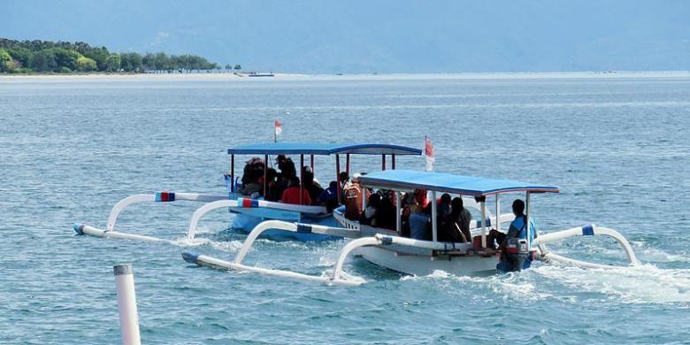 Sejumlah wisatawan Nusantara bertolak dari Dermaga Tawun di Desa Sekotong Barat, Kecamatan Sekotong, Kabupaten Lombok Barat, Nusa Tenggara Barat, menuju ke Gili Nanggu, sebuah pulau di tengah laut yang menawarkan wisata berenang di air laut jernih, menyelam, dan bercengkerama dengan ikan yang hidup di terumbu karang. Sekotong menjadi destinasi favorit kedua setelah Senggigi yang ramai dikunjungi wisatawan lokal dan mancanegara.