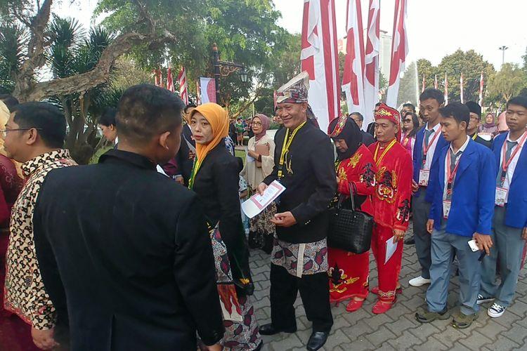 Para tamu menggunakan pakaian adat saat hadir di peringatan HUT RI di Istana, Kamis (17/8/2017).