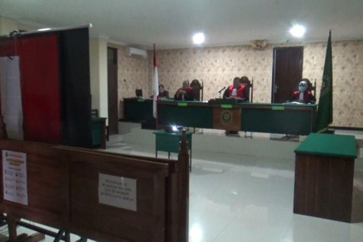 Sidang Online di Polman : Hakim, Jaksa dan Terdakwa Telekonpres dari 3 Lokasi Berbeda
