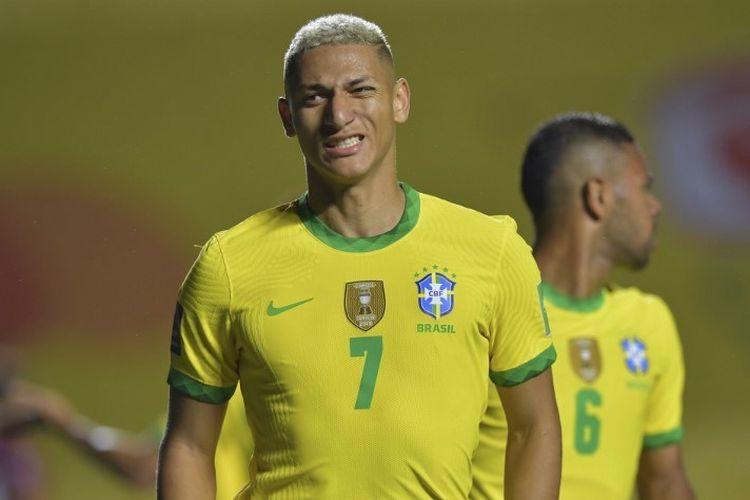 Reaksi Richarlison setelah golnya dianulir selama pertandingan sepak bola kualifikasi Amerika Selatan Piala Dunia 2022 tertutup Brasil melawan Venezuela di Stadion Morumbi di Sao Paulo, Brasil, pada 13 November 2020.