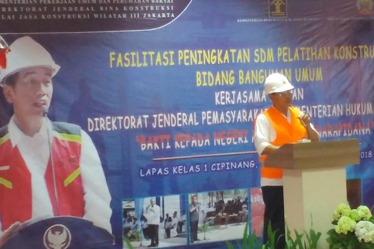 Direktur Jenderal Bina Konstruksi Kementerian PUPR Syarif Burhanuddin memberikan sambutan dalam pelatihan dan sertifikasi tenaga kerja konstruksi di Lapas Cipinang, Jakarta, Senin (30/7/2018).