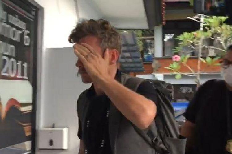 WN Kanada, Christopher K.M, penyelenggara kelas orgasme saat ditangkap Kemenkumham Bali
