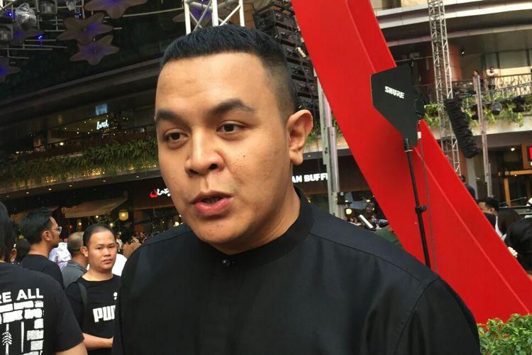 Penyanyi solo Tulus usai tampil di konser amal Gala Dana 100 Biduan 100 Hits Untuk Palu-Donggala Sulteng di Lippo Mall Kemang, Jakarta Selatan, Jumat (5/10/2018).