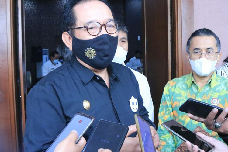 Wakil Gubernur Bali Tjokorda Oka Artha Ardhana Sukawati usaimemberikan sambutan pada Pengukuhan Dewan Pengurus Pusat Himpunan Instruktur Pariwisata Nasional (HIPI) Masa Bakti 2020-2025, di The Vasini Hotel, Rabu (16/12/2020).