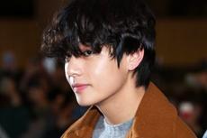 Tingkah Kocak V BTS, Diam-diam Ambil PS5 di Acara Choi Woo Shik