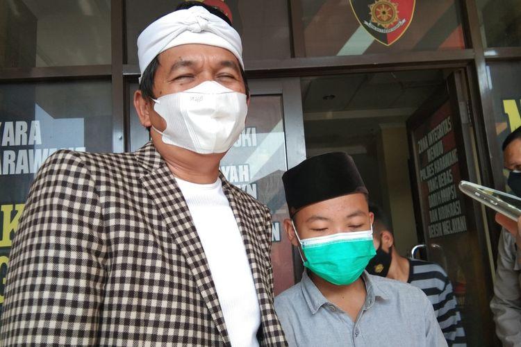 Wakil Ketua Komisi IV DPR RI Dedi Mulyadi saat mendampingi Rh dan keluarganya mencabut laoran polisi di Mapolres Karawang, Kamis (8/4/2021).