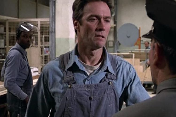 Clint Eastwood dalam film thriller, Escape from Alcatraz yang rilis pada 22 Juni 1979.