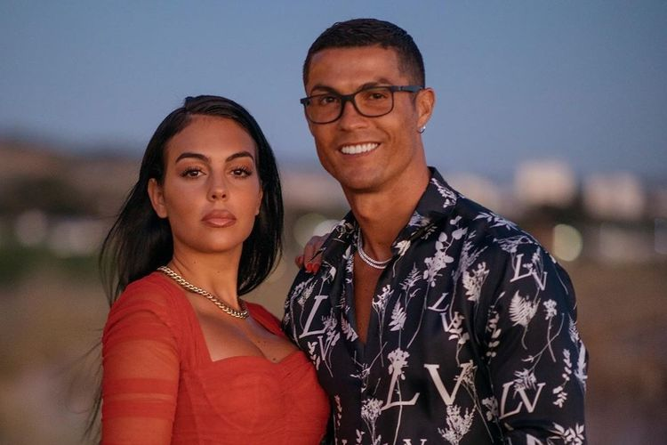 Jam tangan yang dikenakan Cristiano Ronaldo dalam sebuah foto menjadi sorotan.