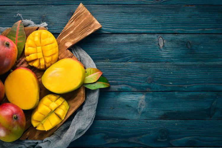 Ilustrasi buah mangga. Mangga memiliki kandungan gula alami (pemanis alami) yang disebut fruktosa. Ahli imbau pada diabetesi (penderita diabetes) untuk tetap membatasi konsumsi buah ini.