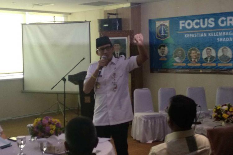 Wakil Gubernur DKI Jakarta Sandiaga Uno dalam Focus Group Discussion (FGD) bertemakan Kepastian Kelembagaan dan Pengelolaan Zakat, Infaq dan Shadaqah (ZIS) Provinsi DKI Jakarta di Balai Kota Jakarta, Rabu (18/4/2018).