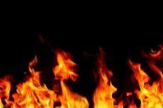 20 Kios Pasar Kayu Jati Rawamangun Terbakar