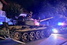 Pria Mabuk Kendarai Tank Era Uni Soviet di Jalanan Kota Polandia