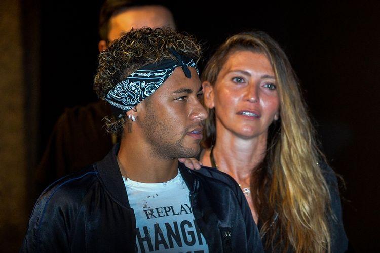 Penyerang Barcelona asal Brasil, Neymar Jr, menghadiri sebuah event fashion di Shanghai pada 21 Juli 2017. Neymar tengah menjadi pembicaraan karena setelah event ini dia akan pindah ke Paris Saint-Germain yang menebus klausul pelepasannya senilai 222 juta euro (sekitar Rp 3,4 triliun).