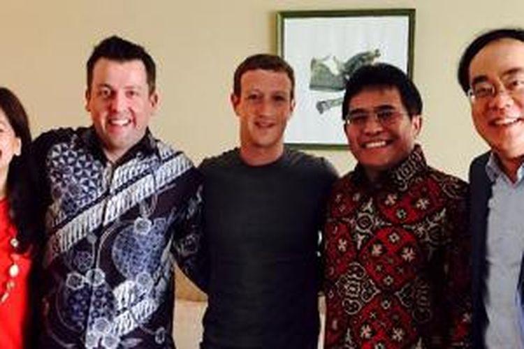 Marina kacaribu ( VP Digital lifestyle Telkomsel ),  Alistair Johnston ( Dir Marketing Telkomsel ) , Alex J. Sinaga ( Dirut Telkomsel ) , Edward Ying ( Dir Planning & Transformation Telkomsel ) bertemu Mark Zuckerberg (CEO dan Pendiri Facebook) di Jakarta, Senin (13/10/2014).