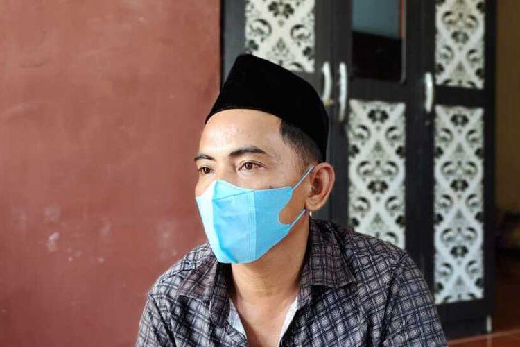 Ahmad Sutanto (43) saat diwawancarai Kompas.com terkait kasus kematian adik kandungnya, Siti Hamidah (32) yang diduga dibunuh di Desa Karya Indah, Kecamatan Tapung, Kabupaten Kampar, Riau, Jumat (11/6/2021).