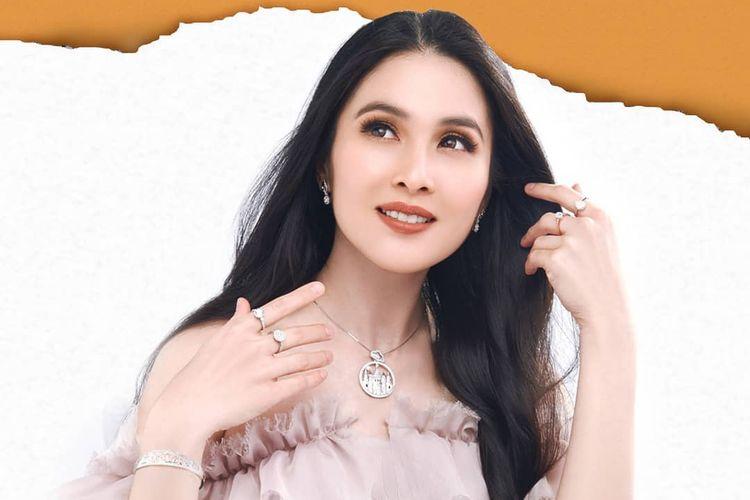 Koleksi Fairy Tale dari Sandra Dewi Gold.