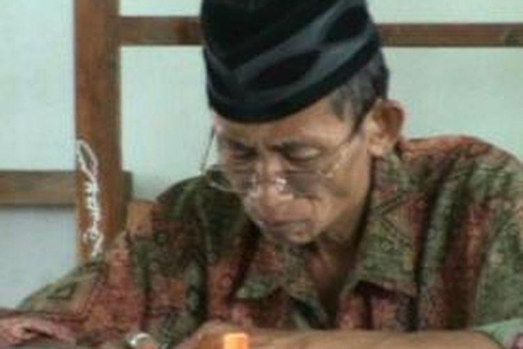 Peserta ujian CPNS Honorer K2 didominasi para lansia yang sudah beranak cucu. Selain itu sejumlah istri dan keluarga pejabat juga mengikuti ujian CPNS di yang digelkar serentak mainggu (3/11/2013) di Polewali Mandar dan sulawesi barat.