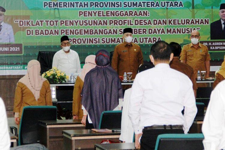 BPSDM Provinsi Sumut menggelar ToT Penyusunan Profil Desa dan Keluarhan kepada 30 Widyaiswara di Aula Cemara, kantor BPSDM Sumut, Senin (22/6/2021)