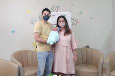 Istri Akui Andrew Andika Lebih Jago soal Gendong dan Ganti Popok Bayi