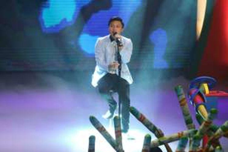 Vokalis Rizky Febian saat di panggung Nickelodeon Indonesia Kids Choice Awards di kawasan TMII, Jakarta Timur, Rabu (1/6/2016).