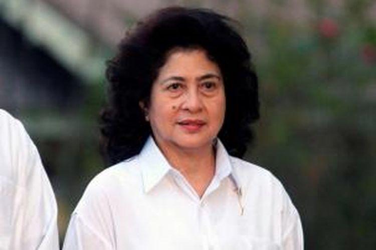 Menteri Kesehatan Nila F Moeloek, diperkenalkan oleh Presiden Joko Widodo di Istana Merdeka, Jakarta, Minggu (26/10/2014). TRIBUN NEWS / DANY PERMANA