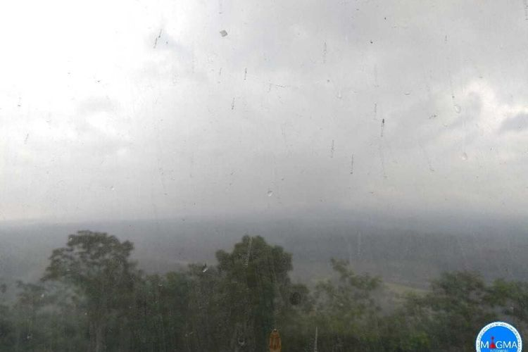 Kondisi Gunung Semeru hari ini Senin (7/12/2020) terturup kabut. Dok. Pos Pengamatan Gunung Semeru, Mukdas Sofian