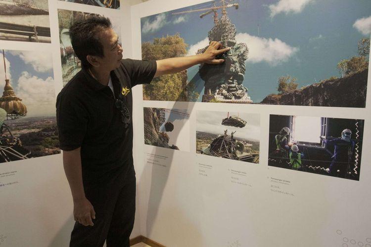 Sejumlah galeri perjalanan pembangunan Patung Garuda Wisnu Kencana (GWK) dipamerkan di sejumlah lantai yang ada di dalam tubuh Patung GWK di GWK Cultural Park, Kuta Selatan, Bali, Minggu (23/09/2018). Terdapat 30 lantai yang ada di dalam tubuh Patung GWK, bagi pengunjung yang ingin berwisata ke dalam tubuh Patung GWK ini untuk sementara belum dibuka untuk umum.