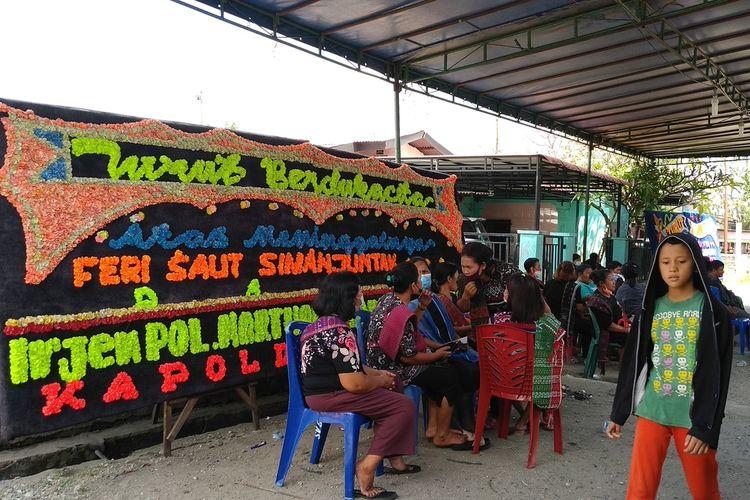 Suasana di rumah duka keluarga Feri Simanjuntak korban penembakan di sebuah kafe di kawasan Cengkareng pada Kamis (25/2/2021) pagi.
