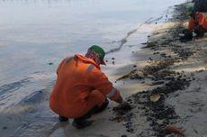 Gumpalan Minyak di Perairan Pulau Pari Diduga Berasal dari Kapal yang Melintas