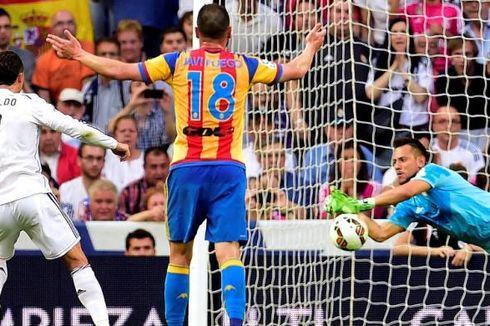 Gagalkan Penalti Ronaldo, Alves Samai Legenda Barcelona