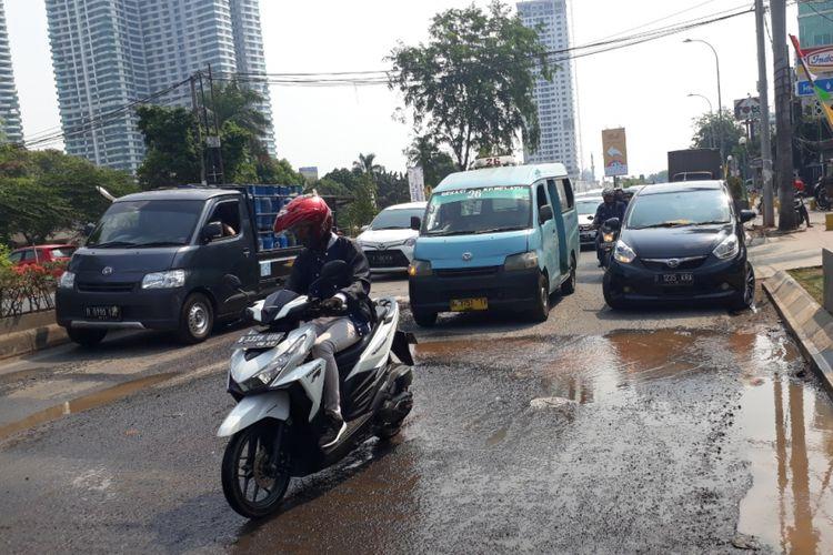 Kondisi Jalan KH Noer Ali, Bekasi Selatan, Kota Bekasi, Minggu (11/11/2018).