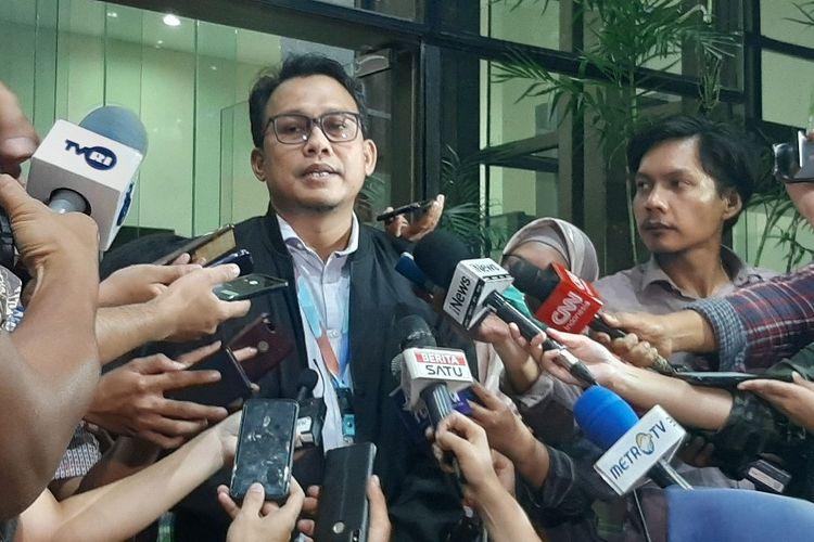 Plt Juru Bicara KPK Ali Fikri memberi keterangan kepada wartawan di Gedung Merah Putih KPK, Selasa (20/1/2020)..