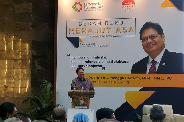 Menteri Perindustrian (Menperin), Airlangga Hartarto memberikan sambutan pada peluncuran bukunya berjudul Merajut Asa di Gedung Garuda, Kementerian Perindustrian, Jakarta Selatan, Senin (14/11/2019).