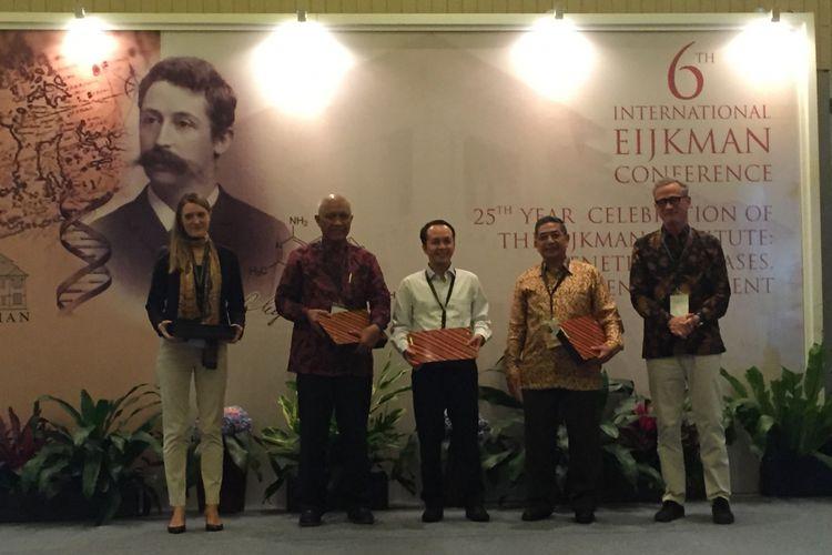 Prof dr Amin Soebandrio, PhD, SpMK (dua dari kanan) di The 6th International Eijkman Conference – 25th Year Celebration of Eijkman Institute: Genetics, Diseases and Environment yang diadakan di Jakarta, Rabu (1/8/2017).