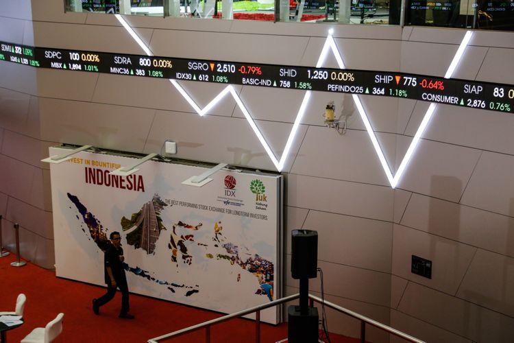 Suasana Pergerakan Indeks Harga Saham Gabungan (IHSG) di Bursa Efek Indonesia (BEI), Jakarta, Senin (19/2/2018).