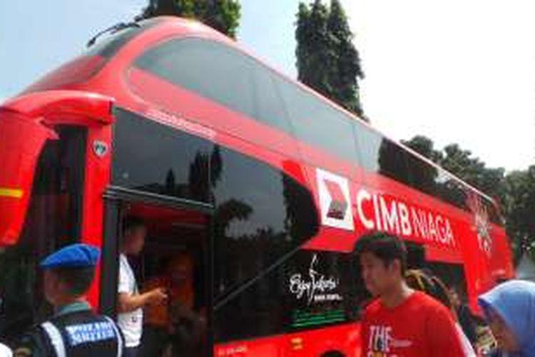 Bank CIMB Niaga menyumbang sebuah bus tingkat wisata kepada Pemprov DKI Jakarta, Minggu (7/8/2016). Bus ini merupakan bus tingkat ke-14 yang dimiliki Pemprov DKI Jakarta.