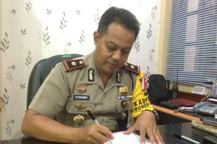 Kapolsek Duren Sawit Kompol Yudho Huntoro saat ditemui di Polsek Duren Sawit, Jakarta Timur, Senin (10/4/2017).