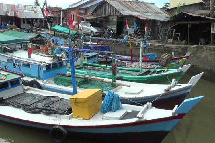 Setelah lebaran kapal-kapal nelayan terlihat bersandar di Dermaga Trem Pangkal Pinang, Kepulauan Bangka Belitung.