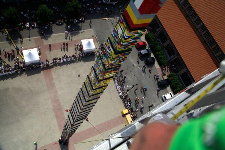 Menara LEGO raksasa, wujud kegiatan sosial